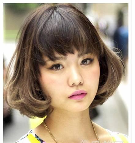 这种短发发型设计完全适合圆脸的